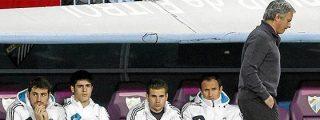Mourinho deja a Casillas en el banquillo y el Real Madrid cae en Málaga y queda a 16 puntos del Barça