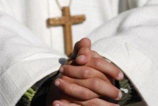 Cura siciliano anuncia su boda y próxima paternidad en misa