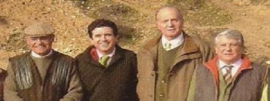 La foto del Rey cazando con Díaz Ferrán y Jaume Matas vuelve a hundir su imagen