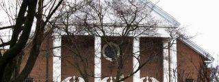 Evacúan una iglesia en Newton durante un oficio por las víctimas de la masacre