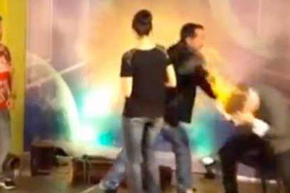 Video: El presentador de un programa de televisión dominicana le quema la cara a un invitado ilusionista