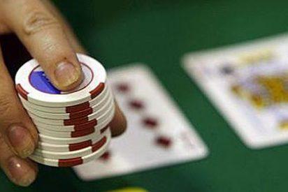 Se juega a su mujer a las cartas, la pierde y cuando ella se niega a 'pagar', la muele a palos