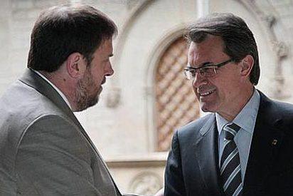 CiU y ERC pactan convocar el referéndum independentista antes de 2015