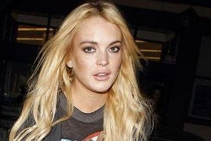 Lindsay Lohan tarda semanas en agradecer a Charlie Sheen que le pagara 100.000 dólares