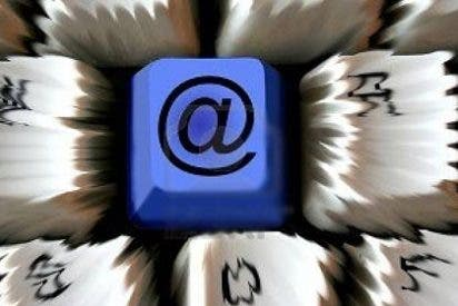 En lugar de 'reenviar' a mamá, da a 'responder' y manda un email a 40.000 compañeros de universidad