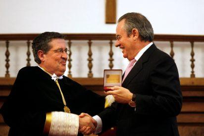 José Manuel Martínez recibe la medalla de oro de la Universidad Pontificia de Salamanca