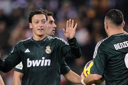 Mesut Özil decide que va a seguir habiendo Liga y logra la remontada