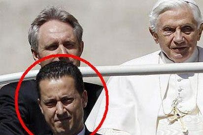 Benedicto XVI indulta a el 'Cuervo', el exmayordomo que robo documentos privados