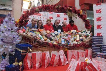 Los ciudadanos entregan en Vía Sindicato 1.400 kilos de alimentos con su mejor espíritu navideño