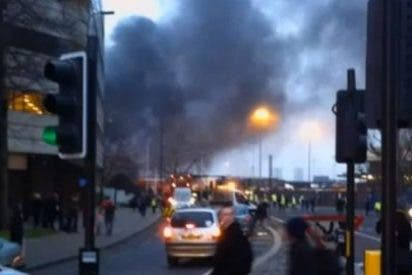 Dos muertos a causa de un espectacular accidente de un helicóptero en el centro de Londres