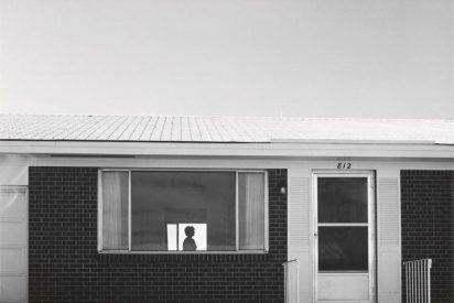Simples fotos en blanco y negro del lugar donde vive Robert Adams