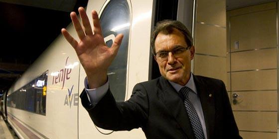 Tras meses de escalada independentista, Rajoy y Mas vuelven a encontrarse... ¡en el tren!