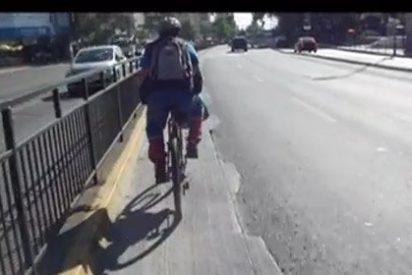 Detienen al ciclista que agredió brutalmente a un peatón que le recriminó ir por la acera