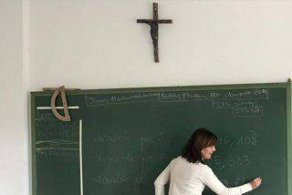 Medio centenar de asociaciones reclaman la salida de la Religión de la escuela