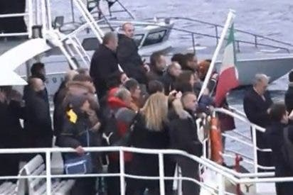 Supervivientes y familiares de los fallecidos homejaean a las víctimas del Costa Concordia