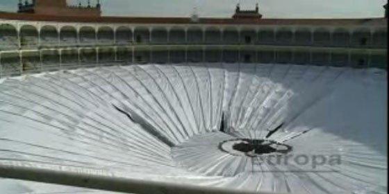 Se desploma parte de la cubierta de la Plaza de Toros de Las Ventas