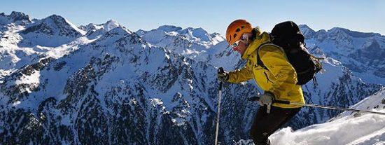 Un millar de esquiadores queda atrapado en lo alto de la estación de Panticosa