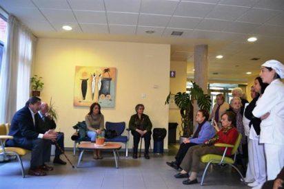 """El alcalde de Talavera asegura a los beneficiarios del Centro de Día 'La Solana' que serán atendidos """"adecuadamente"""" en otros centros"""