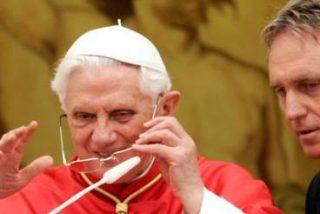 Tras los cuervos y las filtraciones, llega el día de gloria para el secretario del Papa