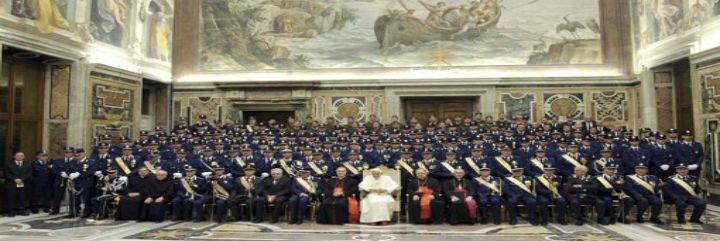 """El Papa felicita a sus gendarmes y les invita a ser """"testigos valientes de la fe"""""""