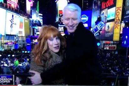 Una presentadora simula una felación en el especial de Nochevieja de la CNN