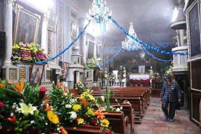 Las velas de los fieles provocan un incendio en la iglesia de Puebla