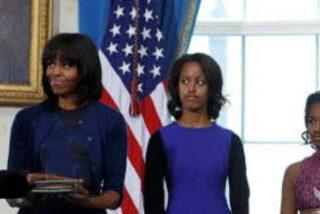 Barack Obama jura su cargo sobre una Biblia de la familia de su esposa