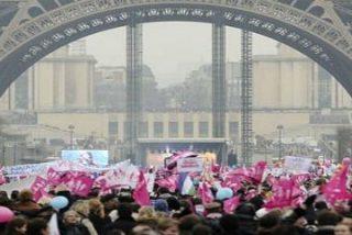 Masiva protesta en París contra la nueva ley de matrimonio gay