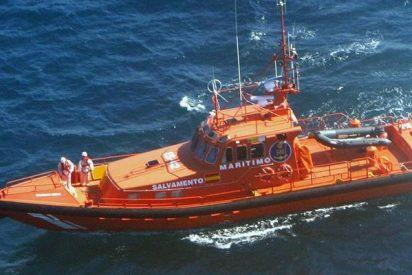Salvamento Marítimo rescata a dos piragüistas en apuros en aguas de Cala Major