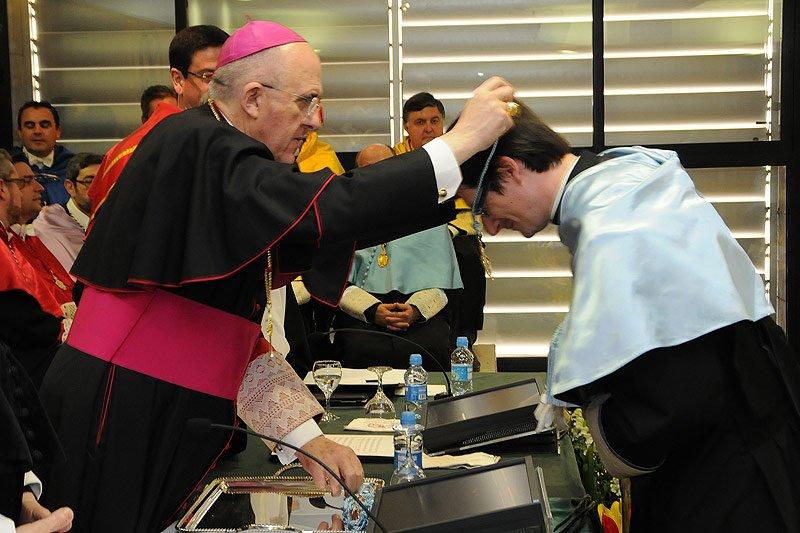 """Monseñor Osoro: """"No podemos retirar a Dios de la universidad"""""""