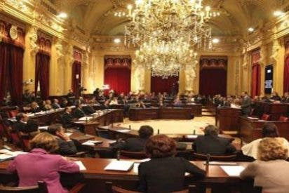 El PP perjura que no puede reducir diputados en el Parlament por culpa de la oposición