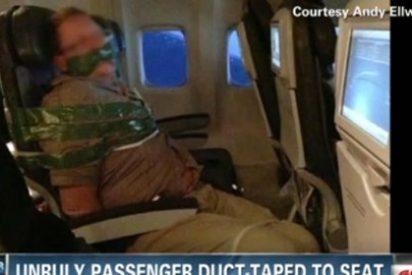 Atan y amordazan con cinta adhesiva a un pasajero borracho en un avión tras un altercado