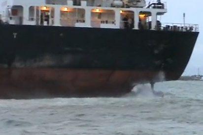 Un petrolero de Shell encalla con más de 520.000 litros de diesel
