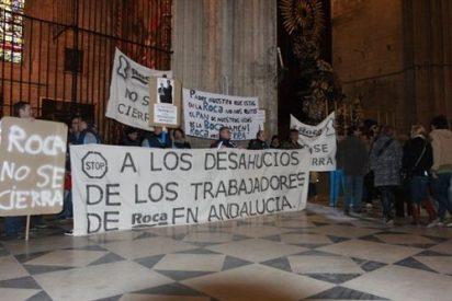 Trabajadores de Roca se encierran en la catedral de Sevilla
