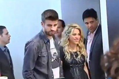 Una embarazadísima Shakira apoya a su padre en la presentación de su libro