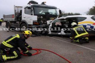 Muere un policía local de LLucmajor tras chocar su coche patrulla contra un camión
