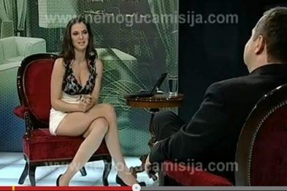 Una periodista se quita las bragas y se lo enseña todo al Primer Ministro serbio