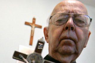 """El exorcista del Vaticano agradece al Papa su apoyo """"contra Satanás"""""""