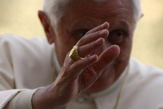 """El anillo del Pescador de Ratzinger será """"anulado"""", no destruido"""