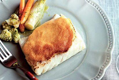 Receta de cocina: Bacalao Skrei al ajo tostado con verduritas aliñadas