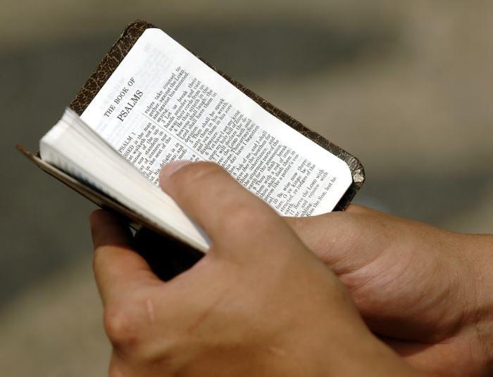 Más de dos mil personas participarán en la transcripción a mano de la Biblia