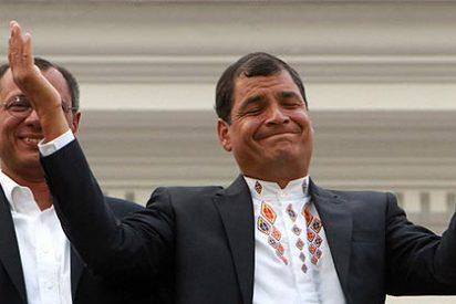 Rafael Correa revalida su mandato en Ecuador y dedica la victoria a Hugo Chávez