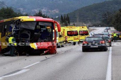 Cinco heridos al salirse de la calzada un bus a causa de un reventón en la carretera de Sóller
