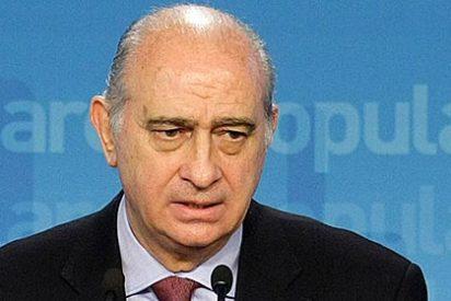 Dos filtraciones del espionaje catalán ponen en la picota al ministro Fernández