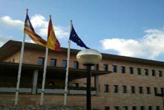 El PP llora el 'desahucio de la muerte' pero en Calvià las banderas no ondean a media asta