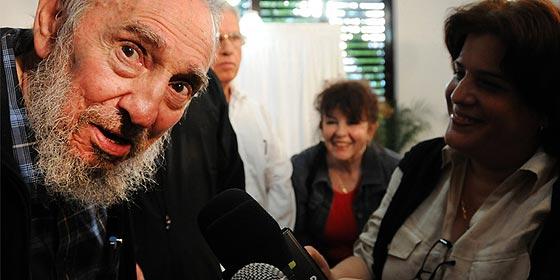 El 'fantasma' de Fidel Castro se materializa y acude a votar entre fotógrafos