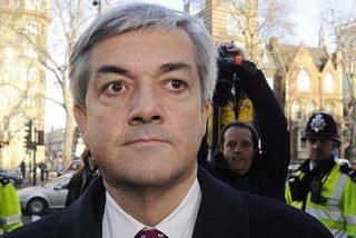 Dimite un influyente político británico por endosar a su mujer una multa de tráfico