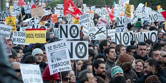 Cuarenta detenidos y dos policías heridos en la bronca tras la manifestación del 23F en Madrid