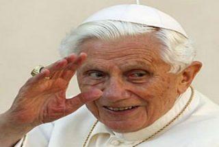 Benedicto XVI será Papa Emérito, vestirá sotana blanca y llevará zapatos marrones mexicanos