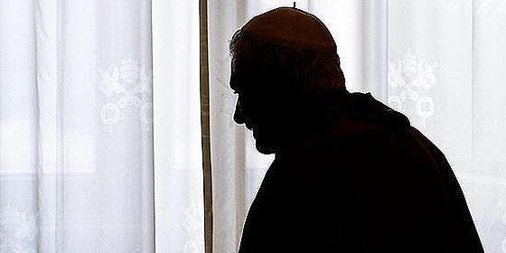 Con la renuncia de Ratzinger, el papado gana en humanidad y pierde en sacralidad